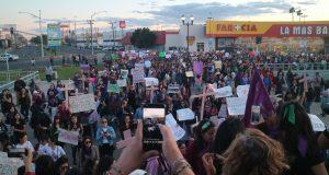 Mujeres salen a protestar.