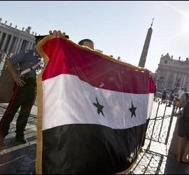 Una bandera siria en la Plaza de San Pedro
