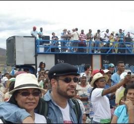 Participantes en la romería de Itaetê