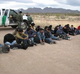 Inmigrantes detenidos por la Patrulla Fronteriza de EEUU, en Arizona.