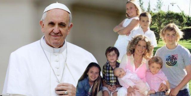 https://i0.wp.com/www.periodistadigital.com/imagenes/2014/12/09/el-papa-con-las-familias.jpg