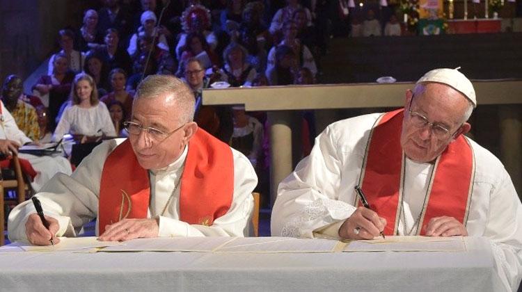 francisco-y-el-presidente-de-la-federacion-luterana-mundial.jpg