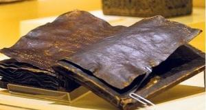 Biblia 1500 años en el museo de Ankara