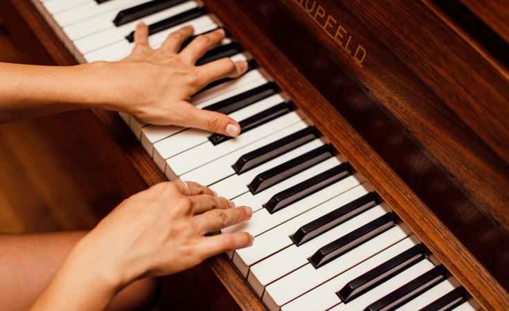 Piano Kesepian yang Merindukan Nada-Nadamu 10