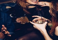 Ladies' Night: Sebotol Albens dan si Rambut Merah 3