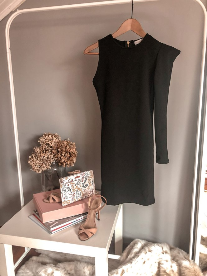 Vestido de nueva colección de Femme Luxe negro