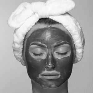 kosmetička stylistka Linda Bartoňová Kosmetické studio permanentní makeup nový jičín hloubkové čištění pleti celkové ošetření pleti problematické mladistvé