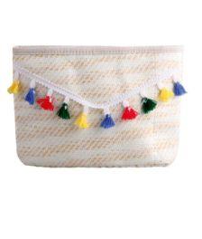 Γυναικεία ψάθινη τσάντα φάκελος σε boho σχέδιο και μικρές φουντίτσες