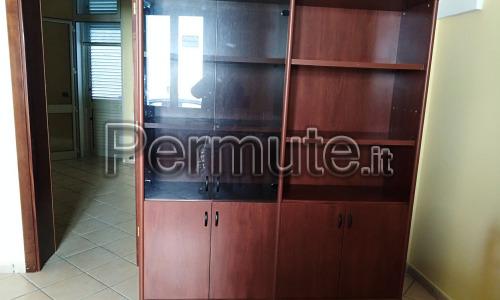 Vuoi arredare il tuo nuovo ufficio? Studio Libreria Scrivania 3 Sedie Frosinone Usato In Permuta Scrivanie E Tavoli Permute It