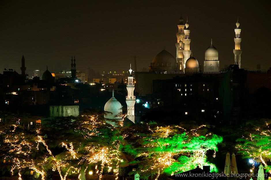 2. Kair, Egipt. Minarety, z których większość stanowią zgrabne i smukłe iglice dekorowane gzymsami i balustradami, górują nad całym Kairem. (Fot. Anna Krukowska)
