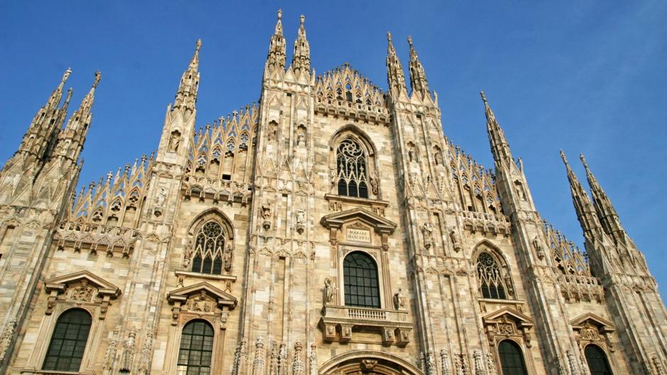 01. Mediolan, Włochy. To miniaturką tej katedry został uderzony premier Silvio Berlusconi. W szpitalu stwierdzono obrażenia twarzy, duży ubytek krwi i uszkodzenie dwóch zębów. (Fot. Ewa Serwicka)