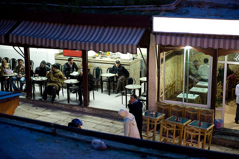 8. MAROKO. Brak kobiet w lokalach jest czymś naturalnym. Jedynymi kobitami jakie można spotkać w knajpach są turystki z zachodu. (Fot. Jarek Noga)