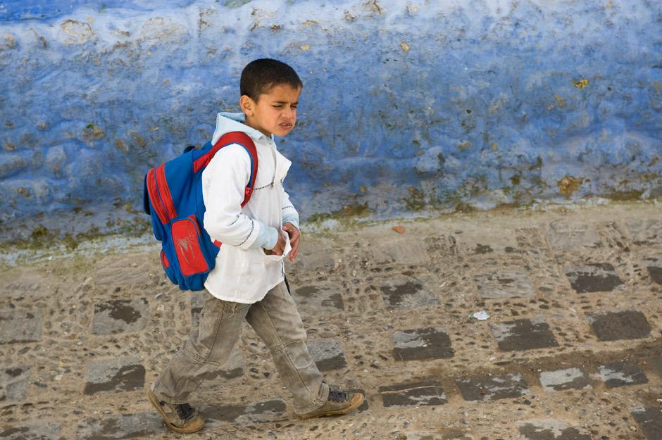 16. MAROKO, Szafszawan. Do szkoły trzeba chodzić wszędzie. Widać jemu się to nie podoba :) (Fot. Jarek Noga)
