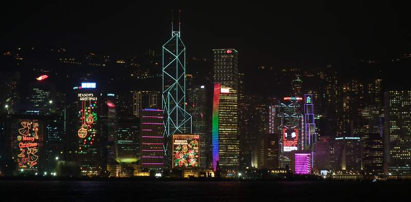 Nocna panorama Hongkongu. (Fot. Rafał Sigiel)