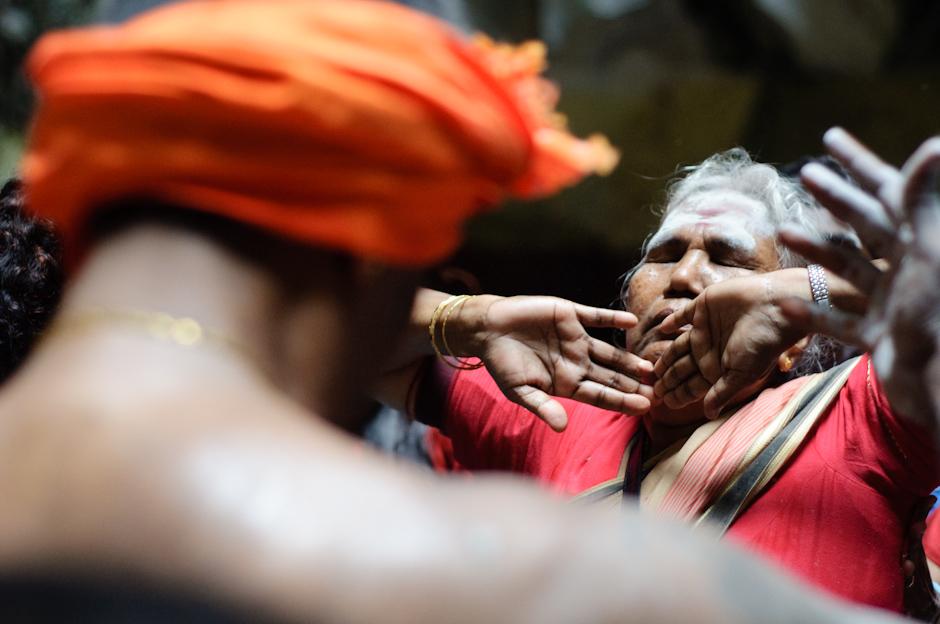 12. Jaskinie Batu, Malezja. Bębny, taniec i używki sprawiają, że nietrudno jest wpaść w trans. (Fot. Marcin Czajka)
