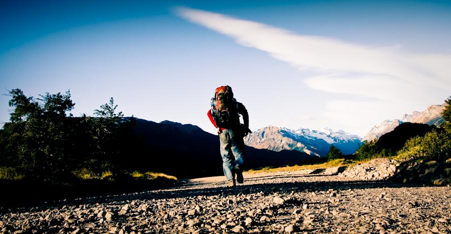"""Na szlaku w Patagonii... """"to tylko jakieś 5 czy 6 mili, relatywnie po płaskim"""". (Fot. Kuba Fedorowicz)"""