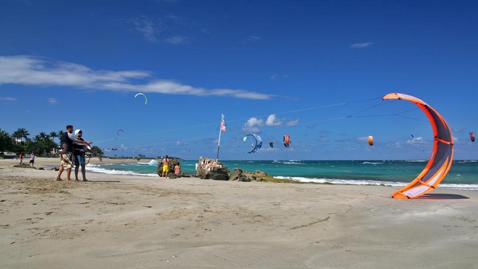 4. DOMINIKANA, Cabarete. Wiele osób uważa, że jest to centrum kitesurfingu na Dominikanie. Rzeczywiście warunki do uprawiania tego sportu są w Cabarete bardzo dobre. (Fot. Ewa Serwicka)