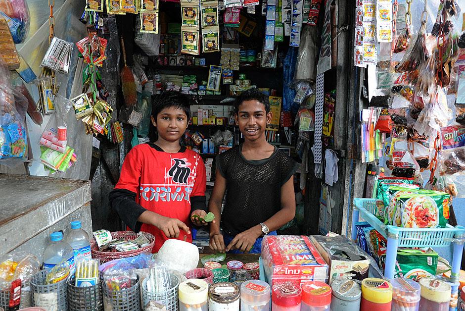 9. BIRMA, Rangun. Na takich stoiskach można kupić wszystko, co potrzeba. Dużą popularnoscią cieszy się betel. (Fot. Joanna Mrówka)