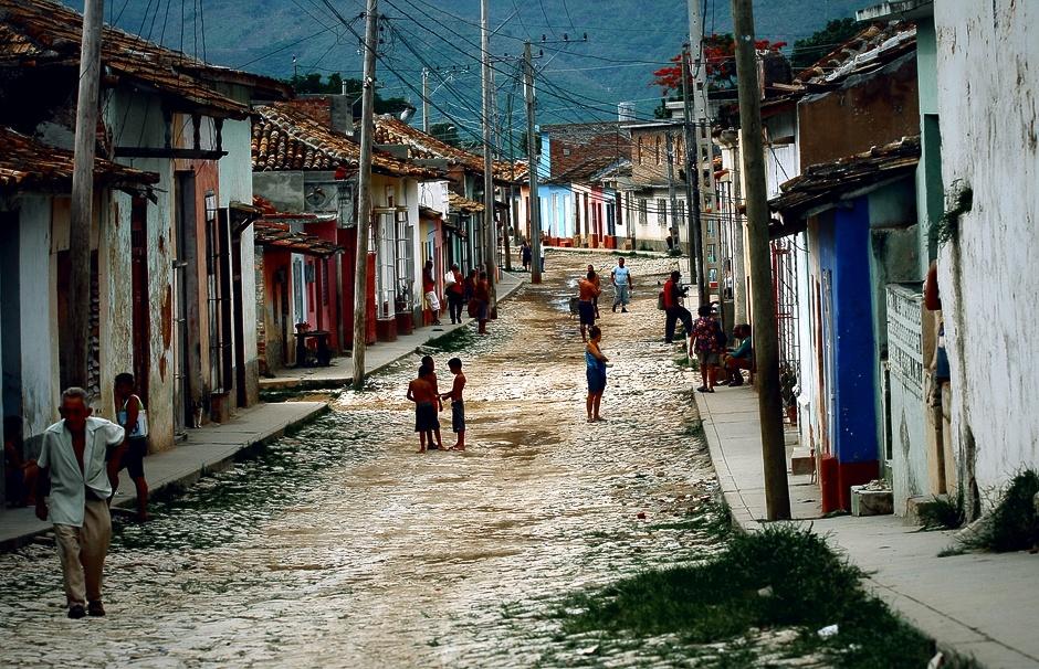 KUBA, Trynidad. Bardzo często właśnie tutaj kończą swą podróż turyści wynajmujący samochody, by następnie powrócić do Hawany. (Fot. Agnieszka i Mateusz Waligóra)