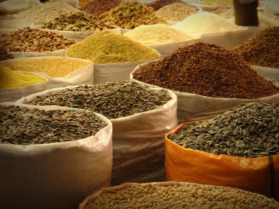 8. IRACKI KURDYSTAN, Erbil. Na bazarze roi się od wszelakich produktów. Pestki słonecznika czy dyni są tu bardzo popularną przegryzką. (Fot. Katarzyna Komorek)