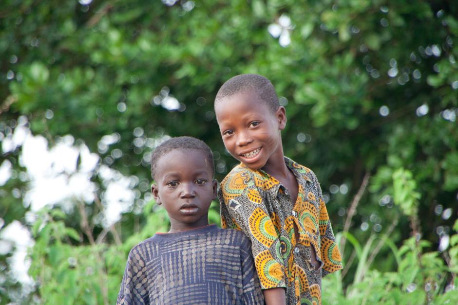 14. BENIN, Boukoumbé. Zrobienie zdjęcia starszyźnie czy wnętrzom domów dozwolone jest tylko w wioskach najbliżej drogi i to tylko po drobnej opłacie. Dzieciaki są zawsze skore do pozowania. (Fot. Vicente Palacios)