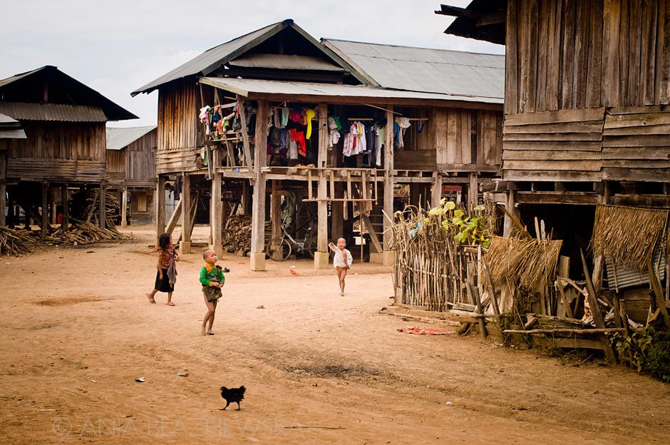 Laos - wioska ludu Akha