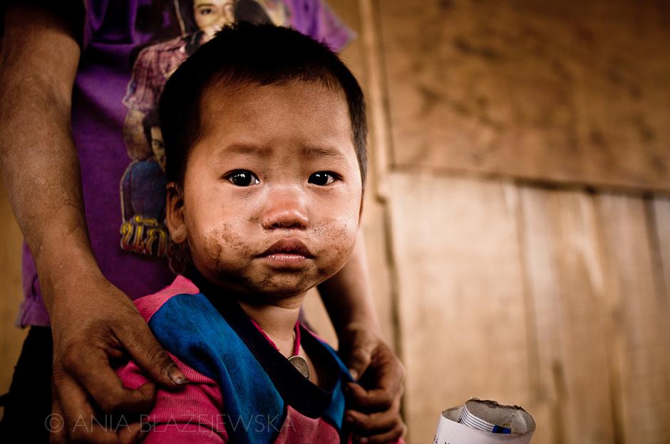 Laos - dzieciak z plemienia Akha