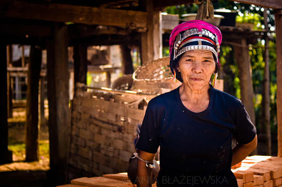 Laos - kobieta Akha