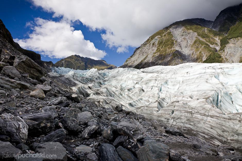 9. NOWA ZELANDIA, Wyspa Południowa, Lodowiec Fox. Jest jednym z niewielu lodowców, które kończą swój bieg wśród bujnej dżungli, zaledwie 300 metrów nad poziomem morza. (Fot. Jakub Puchalski)