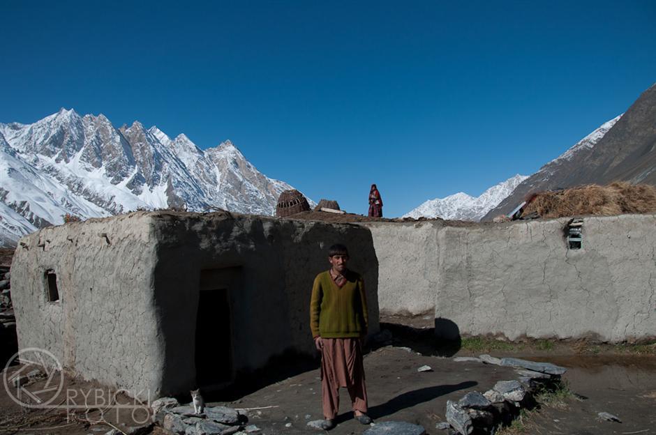 16. AFGANISTAN, prowincja Badachsztan. Typowe, stosunkowo zamożne domostwo z zewnątrz. (Fot. Jakub Rybicki)