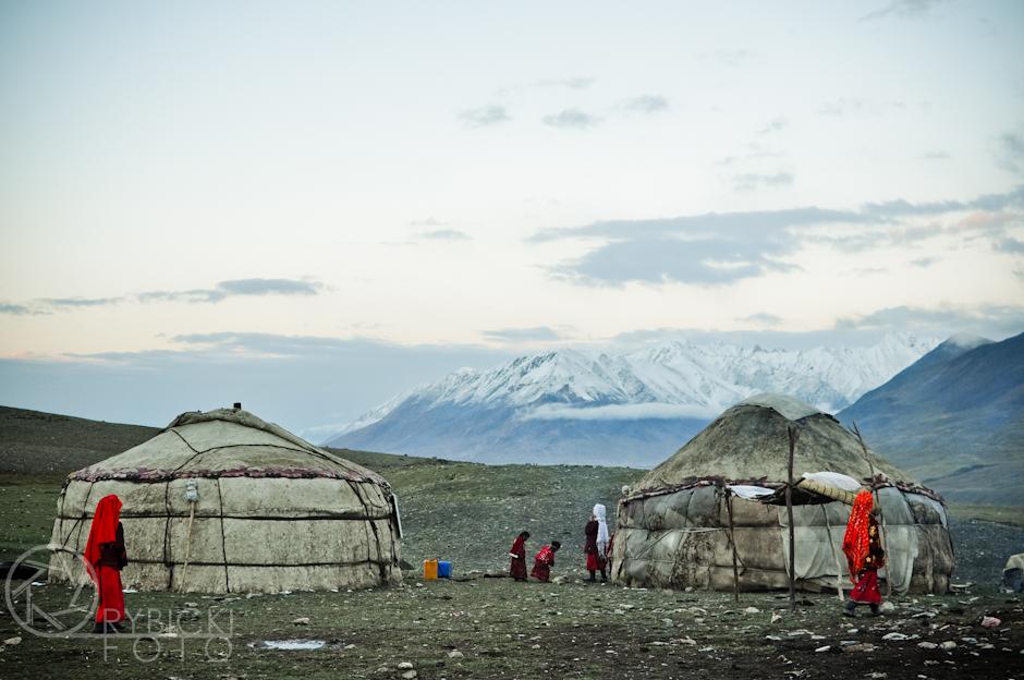 22. AFGANISTAN, prowincja Badachsztan. Kirgiska osada w Małym Pamirze. Afganistan to prawdziwa mozaika grup etnicznych. Wśród nich są również wolni Kirgizi, prowadzący nomadyczne życie, tak jak setki lat temu. (Fot. Jakub Rybicki)