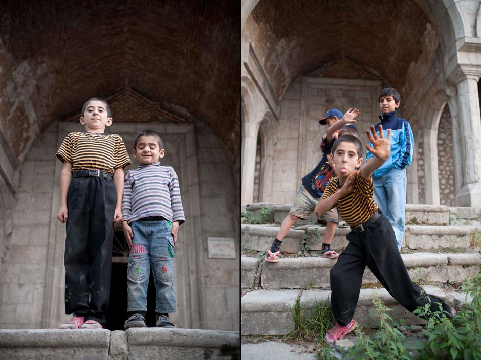 11. GÓRSKI KARABACH, Shusha/Shushi. Ormiańscy chłopcy. (Fot. Thomas Alboth)