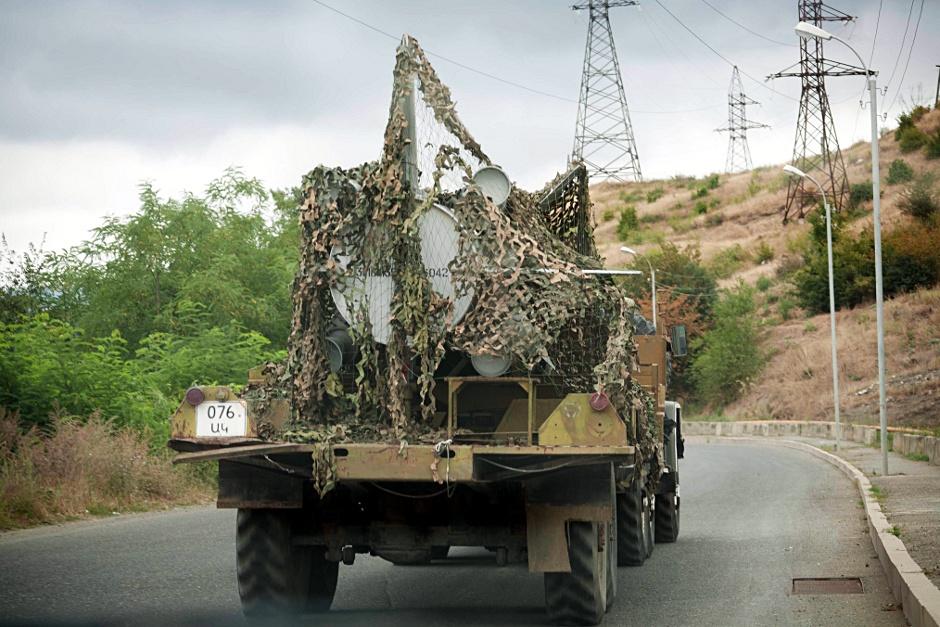 17. GÓRSKI KARABACH. A po drogach Karabachu jeżdżą rakiety, ale często też auta brytyjskiej organizacji pozarządowej Halo Trust, które usuwają ostatnie miny. (Fot. Anna Alboth)