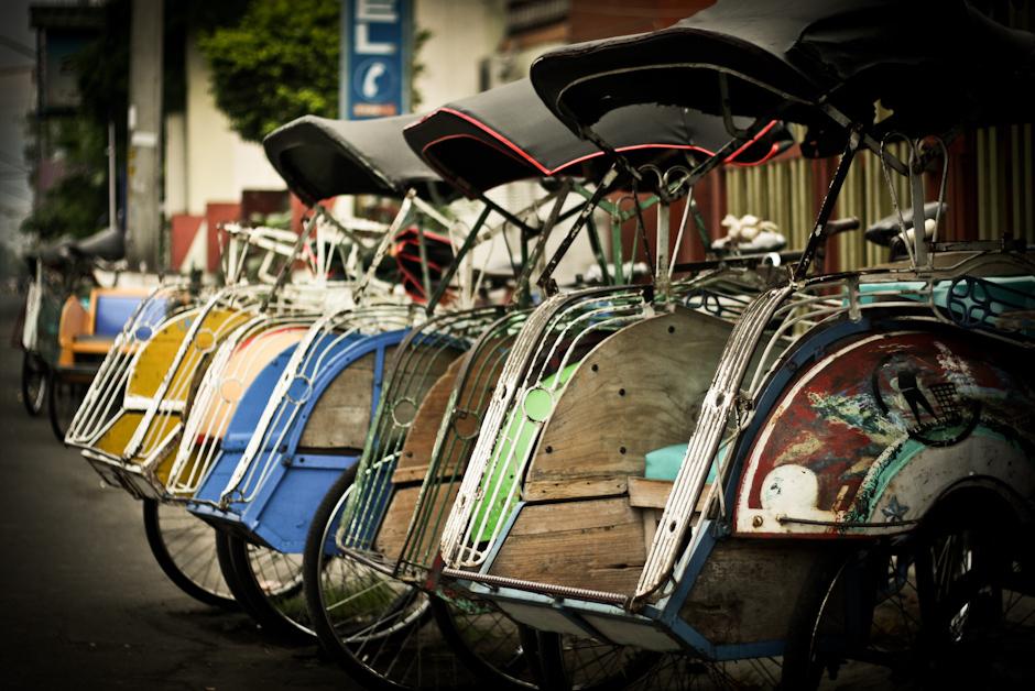 1. INDONEZJA, Jogyakarta. Wyraz riksza wywodzi się od japońskiego słowa inrikisha (Fot. Bartolomeo Koczenasz)