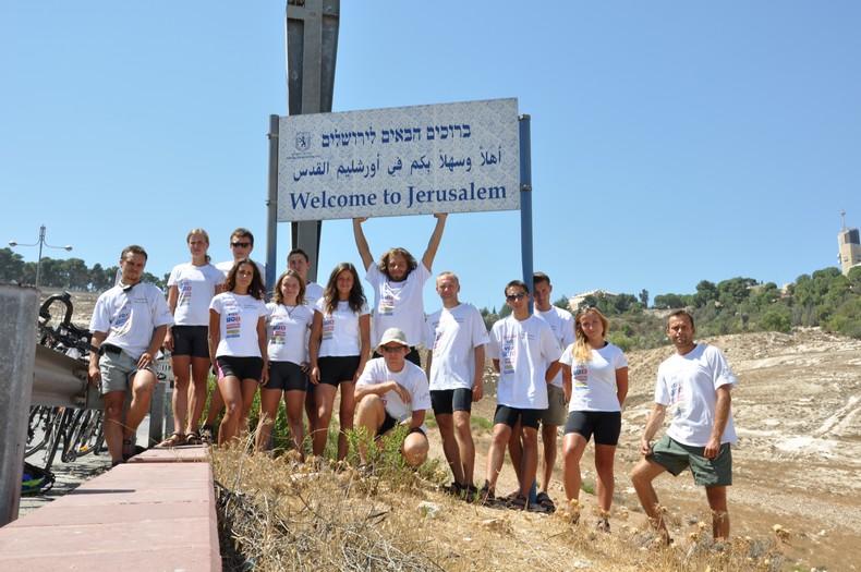 To nie pierwszy pielgrzymkowy rajd. Rok temu celem była Jerozolima. (Fot. z archiwum wyprawy)