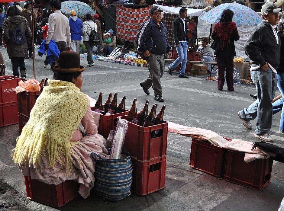 2. Boliwia, La Paz. Na większości fiest króluje piwo Paceña. (Fot. Maja Szymańczak)