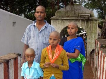"""Kadr z filmu """"Hair India"""""""
