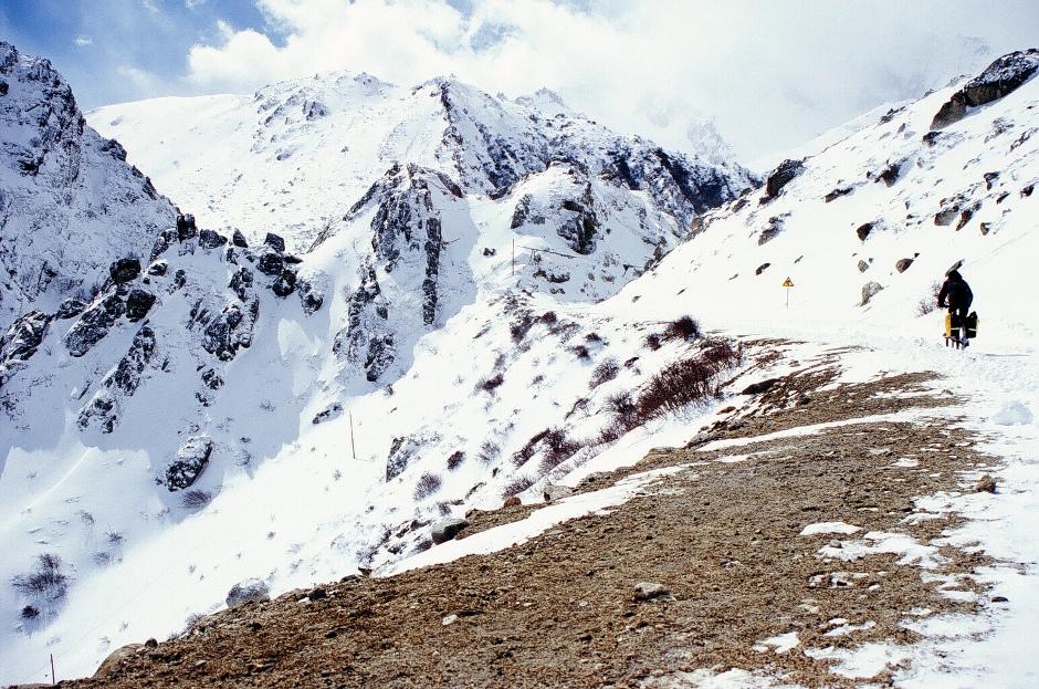 Tybet. Droga przez Himalaje, do granicy z Nepalem.