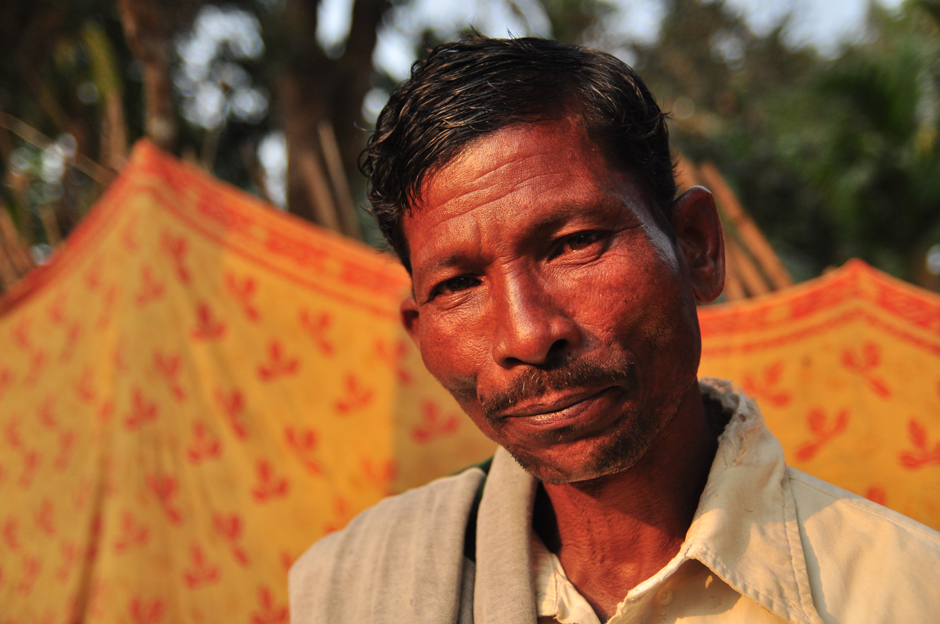 Pracownik plantacji herbaty w Bangladeszu