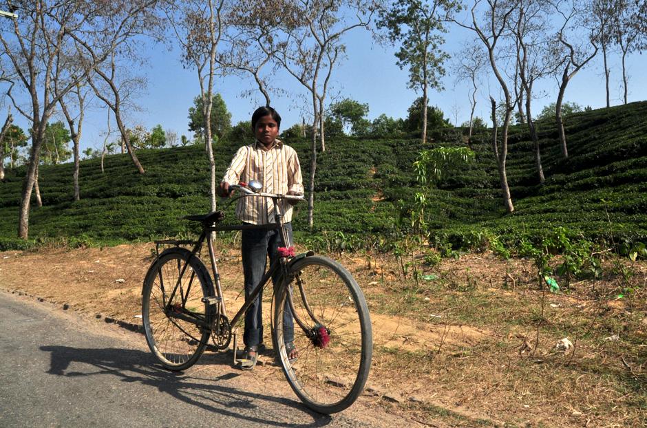 Zdjęcia z Bangladeszu. Rowerzysta i jego wehikuł