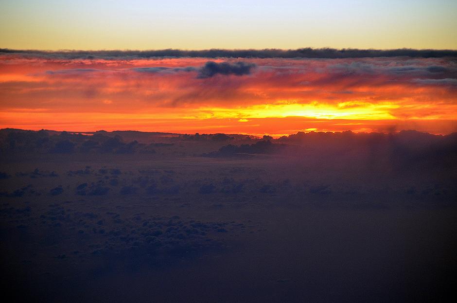 15. MAROKO, Atlas Wysoki. Ostatnie promienie marokańskiego słońca żegnają nas przenikając przez chmury. (Fot. Kuba Adamiec)