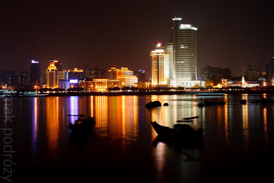 Miasto Xiamen nocą