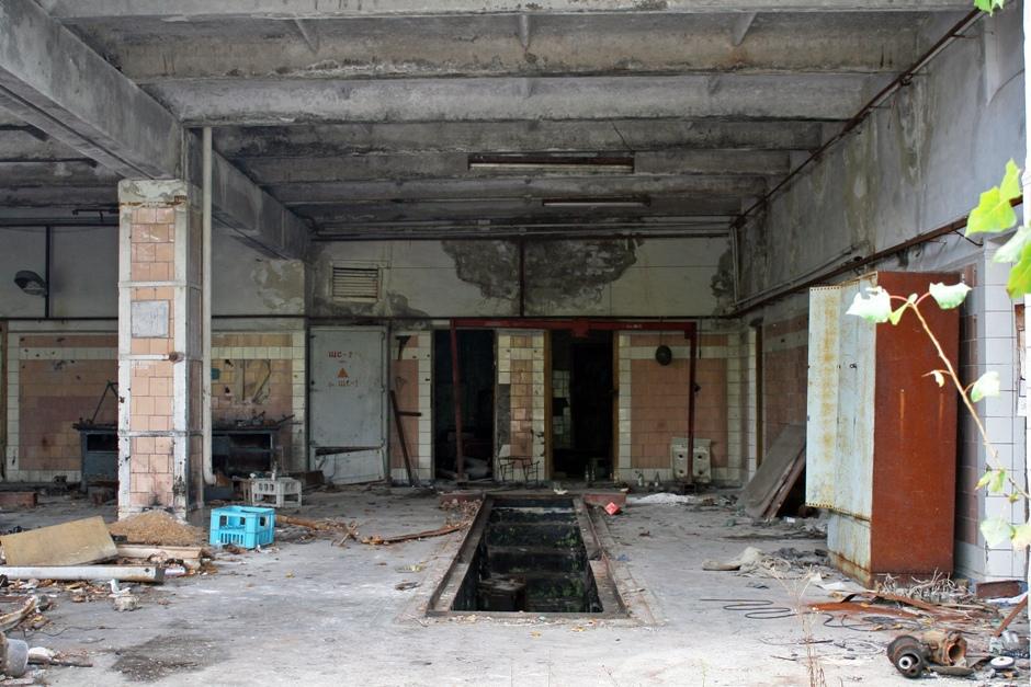 15. UKRAINA, Prypeć. W budynku straży pożarnej nadal można znaleźć resztki wyposażenia i sprzętów. (Fot. Ewa Serwicka)