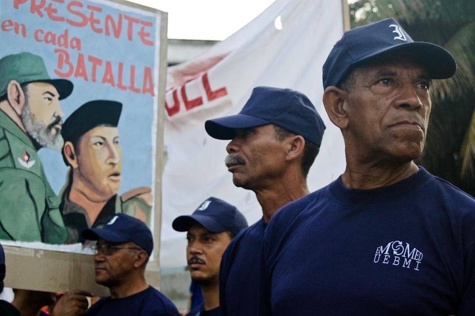 Transparenty z Castro i Chavezem.