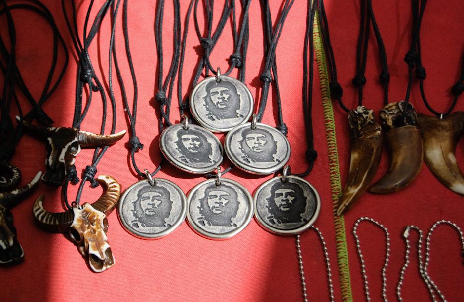 Biżuteria z Che Guevarrą.