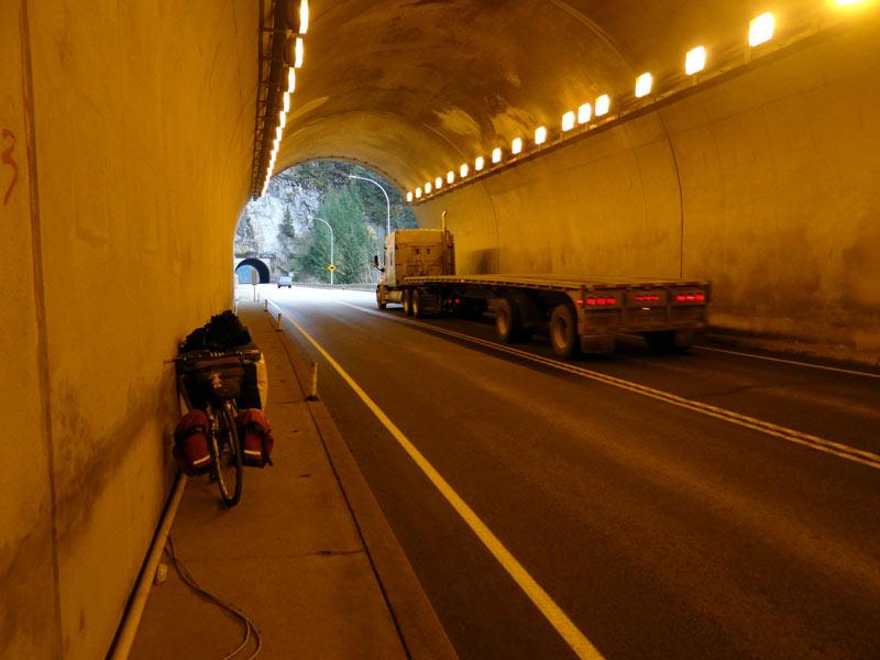 Tunel przed miejscowością Hope. (Fot. Piotr Strzeżysz)