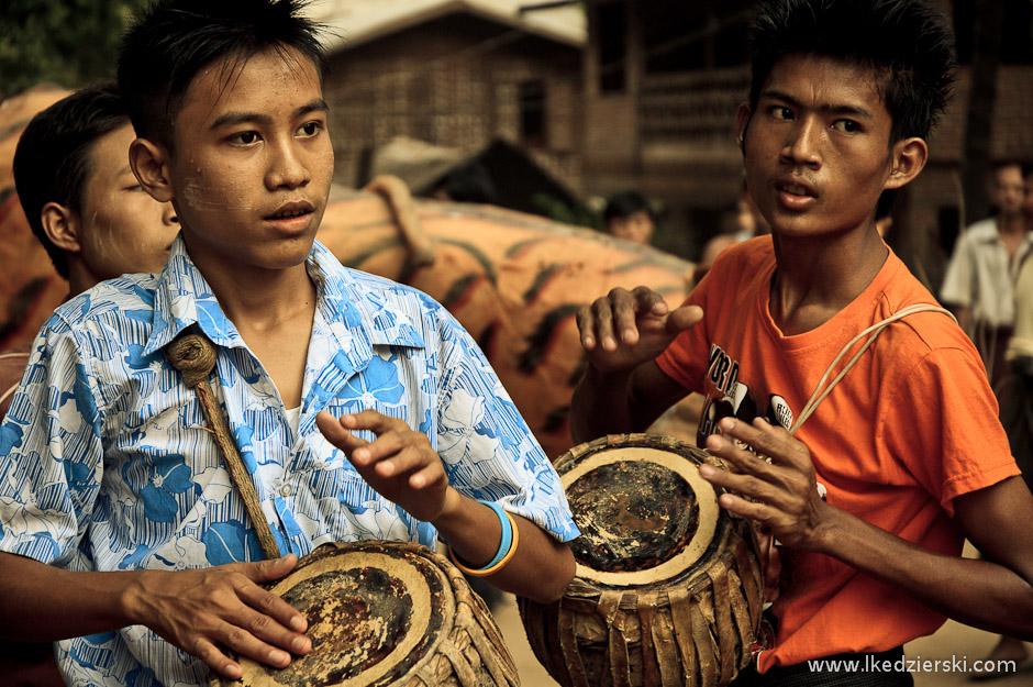 Birmańskie obchody festiwalu pełni księżyca