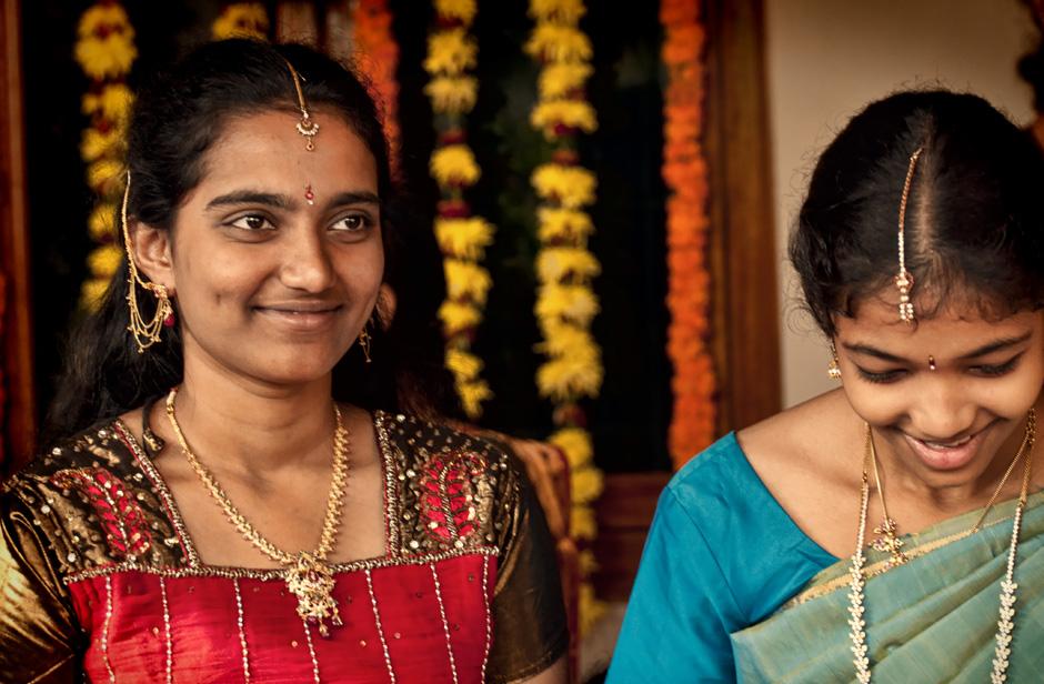 8. INDIE, Achanta. Na ślub rodzice stroją swoje nastoletnie córki w najpiękniejsze sari. Rozpoczyna się prawdziwa rewia mody. (Fot. Kasia Adamczyk-Tomiak)