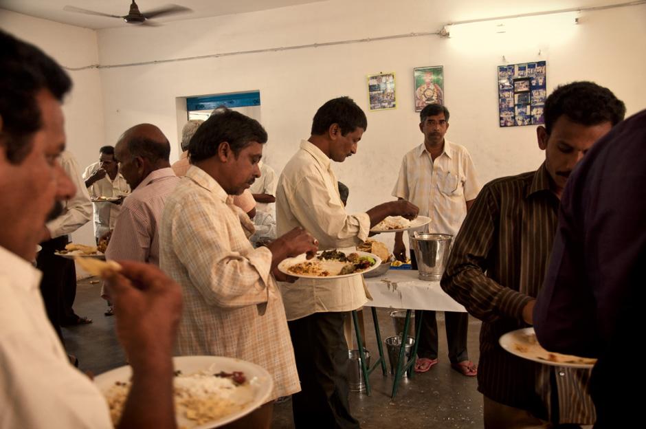 13. INDIE, Achanta. Mężczyźni i kobiety jedzą w osobnych salach. (Fot. Kasia Adamczyk-Tomiak)