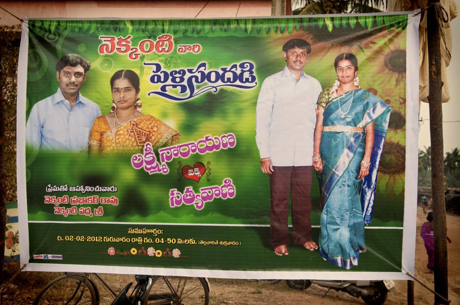 15. INDIE, Achanta. Przed wejściem na halę rozciągnięty jest plakat przedstawiający młodą parę. (Fot. Kasia Adamczyk-Tomiak)